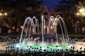 Fountain in front of the ancient roman amphitheatre in Verona, Italy at night — Stock Photo