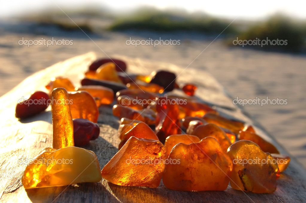 Set of diverse, multi-coloured, raw amber — Stock Photo #4025040