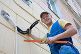 Installer sets a new air conditioner — Stock Photo