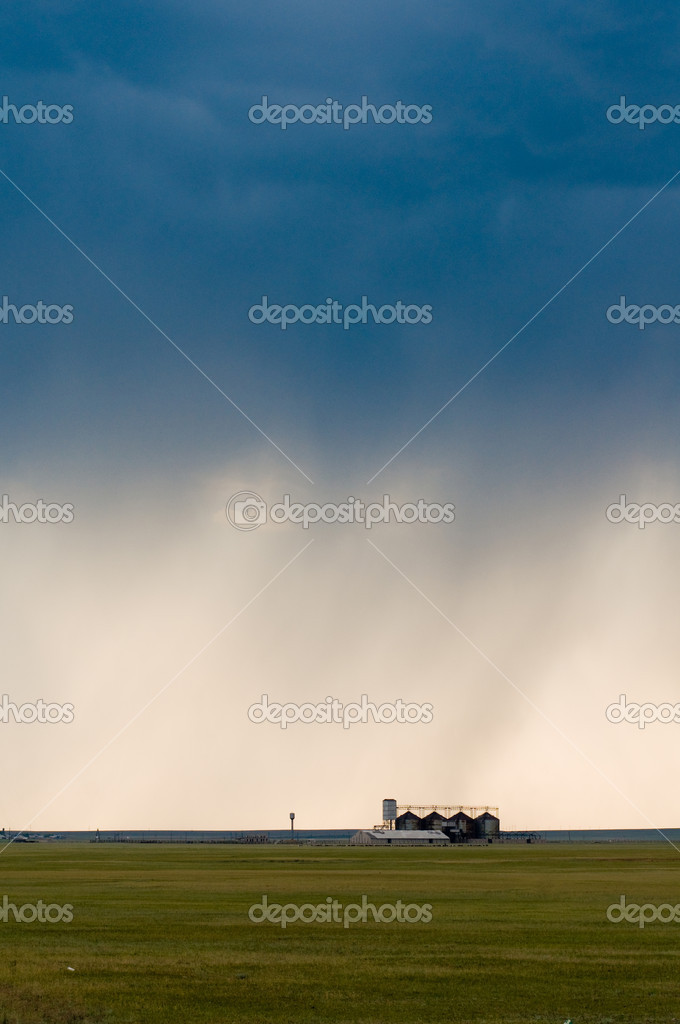 Granary against the big sky — Stock Photo #4364256
