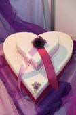Heartshape wedding cake — Stock Photo