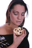 Beautiful brunette eating a muffin — Stock Photo