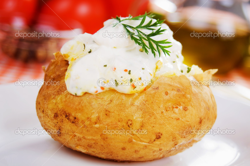 Baked potato with sour cream sauce, selective focus — Stock Photo #4023209