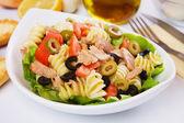 Classic tuna salad with pasta — Stock Photo