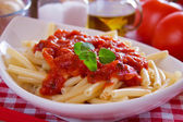Macaroni pasta with tomato sauce and oregano — Stockfoto