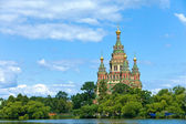 Russia, Peterhof and the Church of St. Peter and Paul Church — Stock Photo