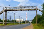 Supporto della linea di trasmissione energia elettrica con fili e isolatori — Стоковое фото