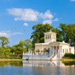 Russia, Peterhof . Olga's Pavilion on island in Olga's pond. — Stock Photo #4765432