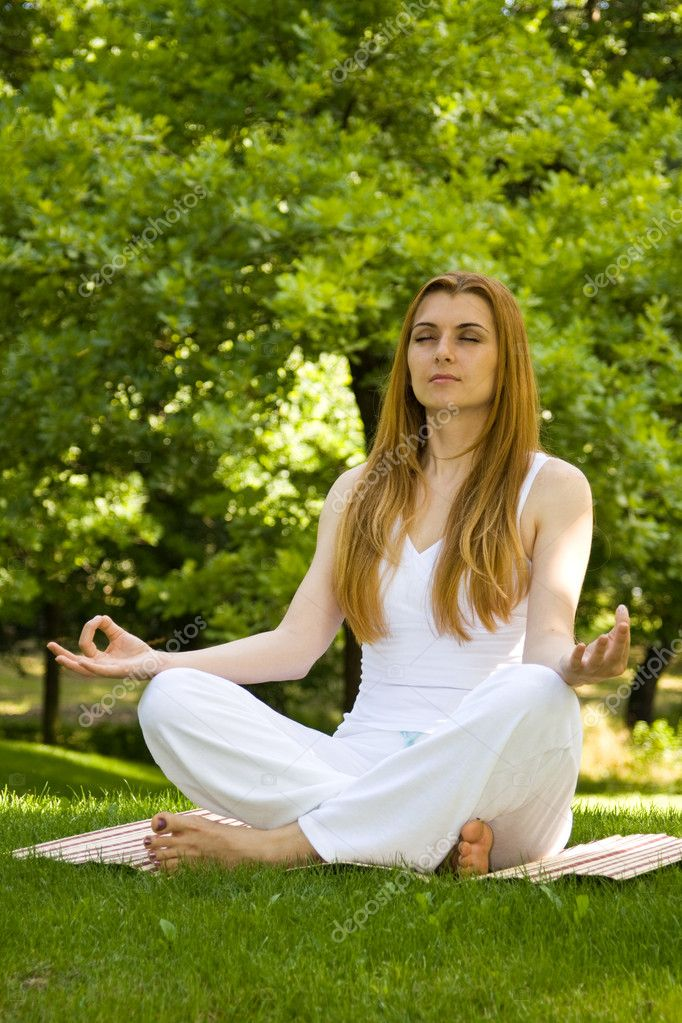 Beautiful woman in white doing yoga outdoors. — Stock Photo #3981633