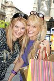Winkelen vrienden — Stockfoto