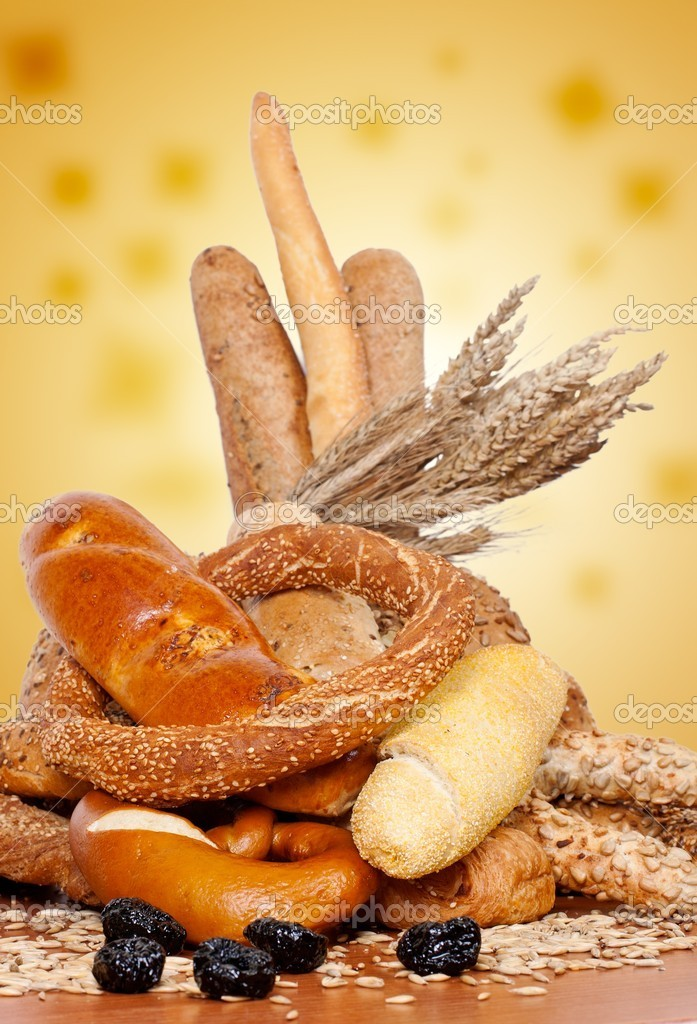 Fresh bakery products and wheat. — Stock Photo #4904196