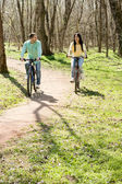 Couple on bike outdoors — 图库照片
