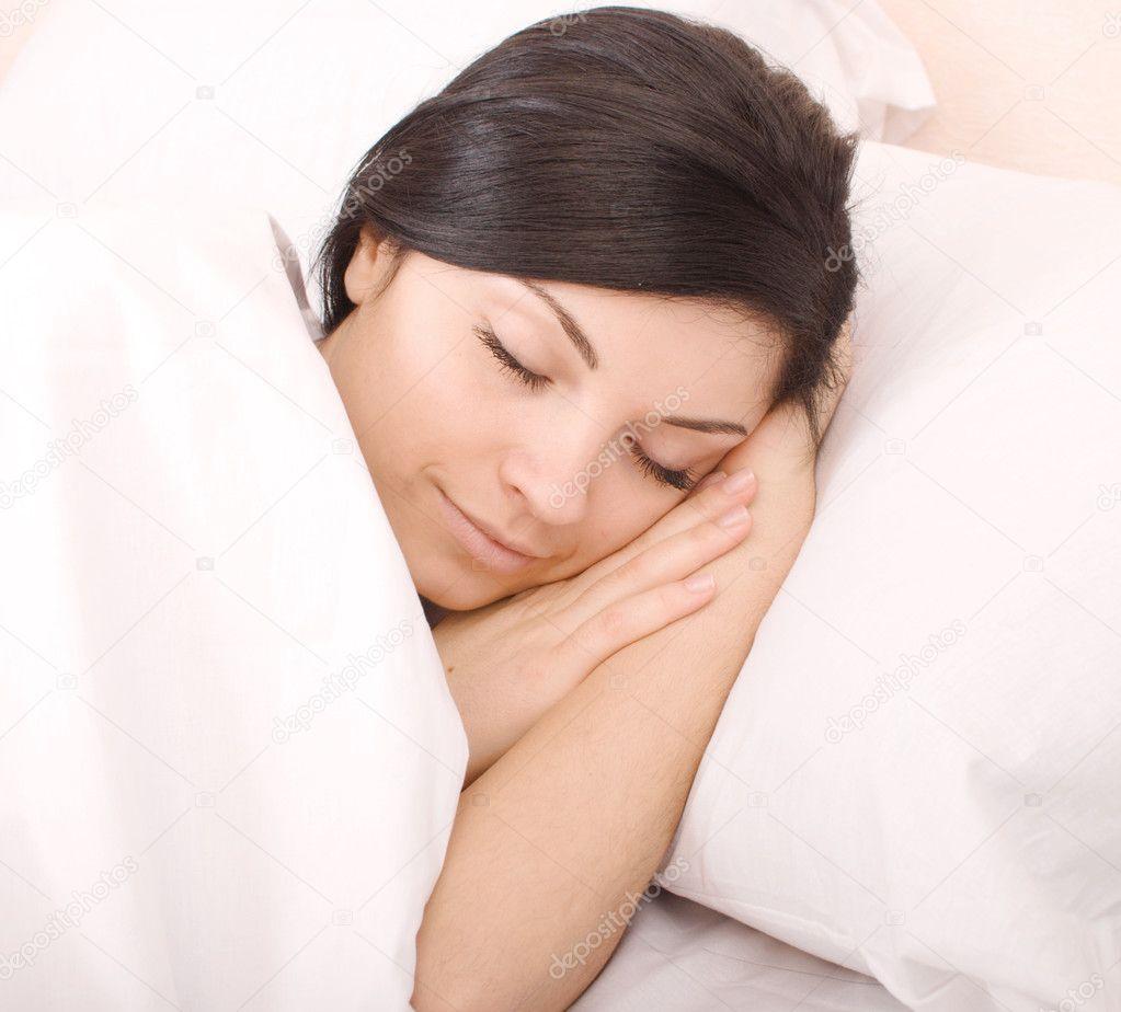 Затащить в постель мать порно