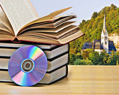 Books and dvd on desk — Stockfoto