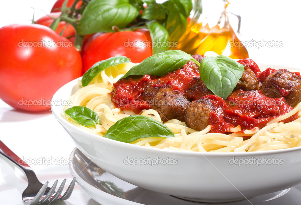Pasta with meatballs and basil with tomato sauce. — Stock Photo #4106782
