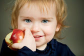 Girl eats an apple — Stock Photo