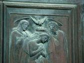 Siena - Duomo. Beautifully decorated bronze doors — Stock Photo