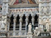 Architectural details of Duomo facade - Siena, — Stock Photo