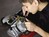 Young mechanic fix engine — Stock Photo