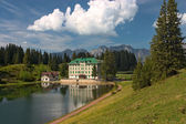 Spring alpine landscape with hotel in Flumserberg, Switzerland. — Stock Photo