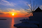 Windmill at sunset in Oia, Santorini island, Greece — Stock Photo