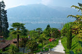 View over Lago Maggiore with beautiful park and houses on the fo — Stock Photo