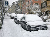 Cars parked on the street buried under snow — Stock Photo