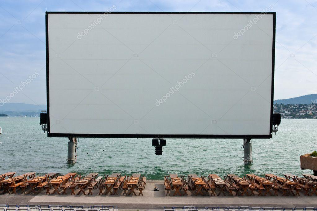 Cran de cin ma en plein air sur le lac de zurich for Ouvrir fenetre plein ecran