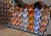 Colorful oriental pottery bazaar (Tunisia) — Stock Photo