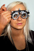 Young woman examining the eyesight — Foto Stock