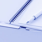 Pen and paper — Stock Photo