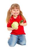 Het meisje met groenten op de witte — Stockfoto