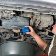 Changing oil filter — Stock Photo