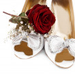 Wedding shoes and roses - Photo