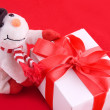 Snowman and giftbox — Stok fotoğraf