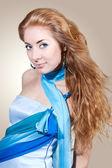 Vrouw in blauwe jurk — Stockfoto