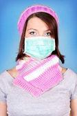 Winter meisje met bescherming masker — Stockfoto