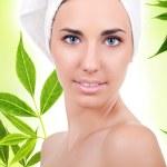 naturalne kobiety z ręcznikiem — Zdjęcie stockowe