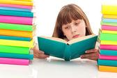 Joven sentado con el libro — Foto de Stock