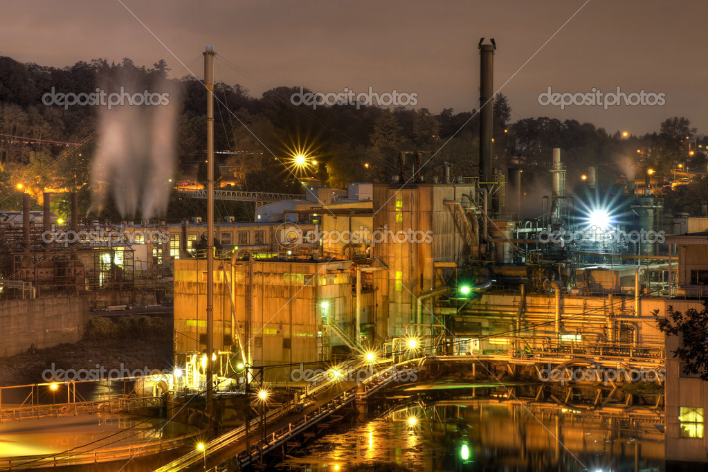 Oregon City Electricity Power Plant on Willamette River at Night — Stock Photo #3953682