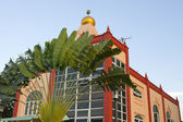 Muslim Mosque Building with Palm Tree — Stock Photo