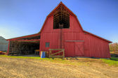 Red Barn in Oregon Farmland — Stock Photo