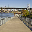 Cyclist and Pedestrian Path by Willamette River — Stock Photo