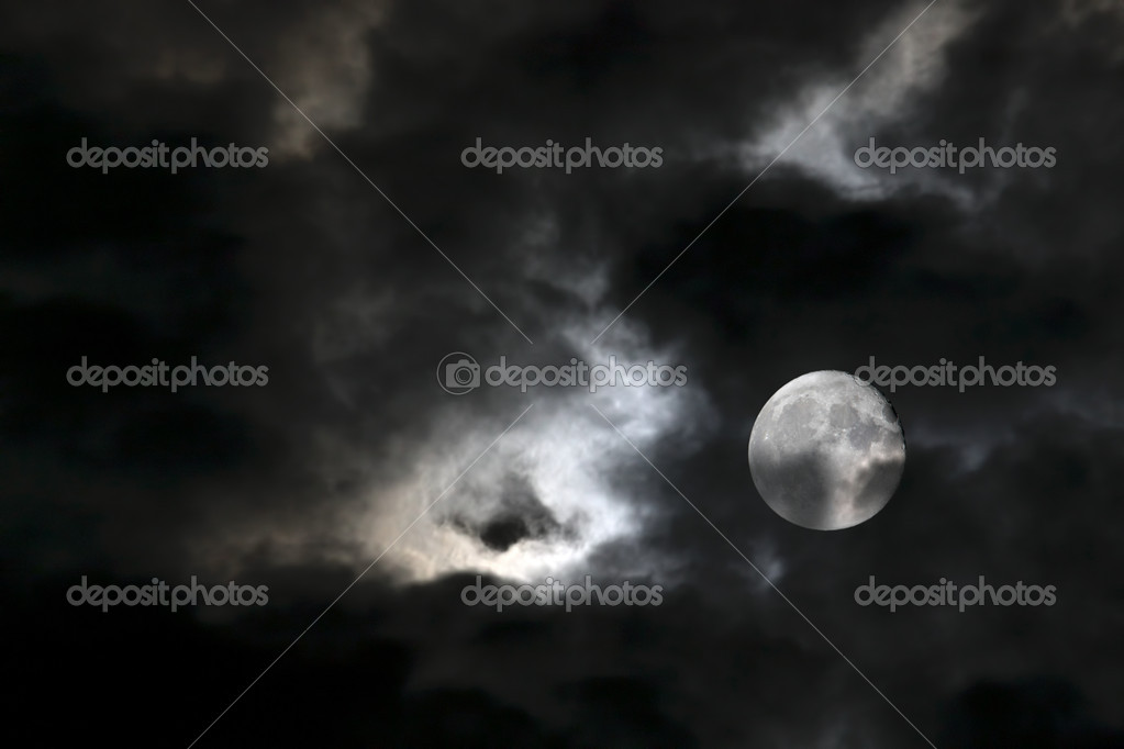Vortex of eerie white clouds and full moon against a black night sky — Stock Photo #3948184