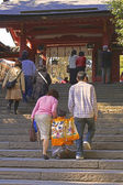 7,5,3 (Shichi-go-san)-goind up to the temple — Stock Photo
