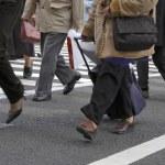 Crossing the street — Stock Photo