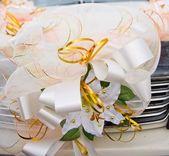 結婚式車の装飾、装飾的なユリ — ストック写真