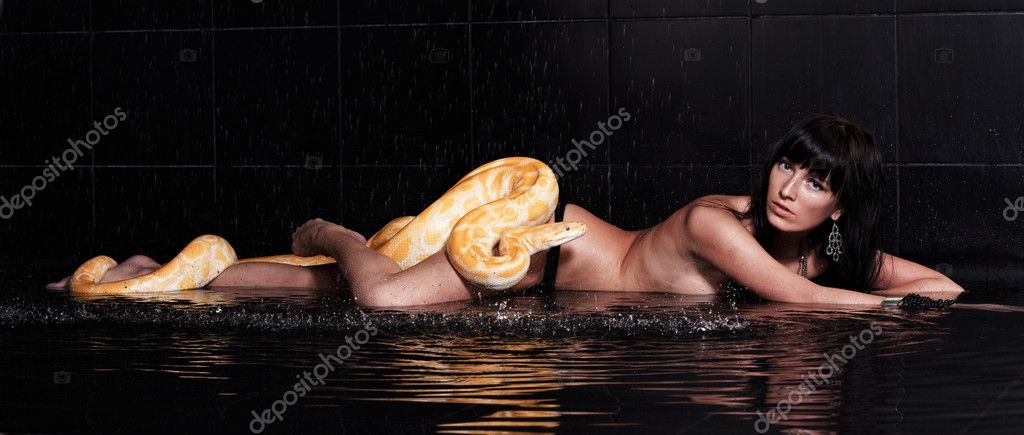 Can Burmese python with nude girl does not