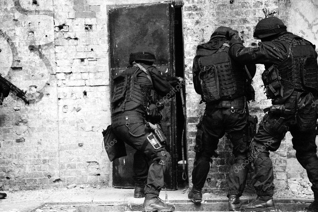 Subdivision anti-terrorist police during a black tactical exercises. Entry to the premises. Real situation. Black and white photo with film grain. — Stock Photo #4619983