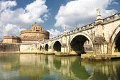 Puente y el castillo de sant angelo — Foto de Stock